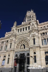 Simbol kota Madrid, Plaza de Cibeles