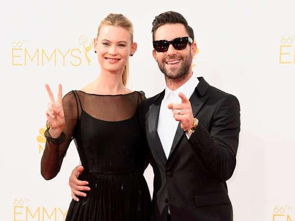 Adam Levine dan Istri Serasi Serba Hitam di Emmy 2014