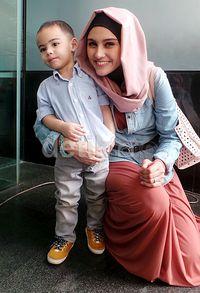 Lucunya Khaleev bersama sang Mama.