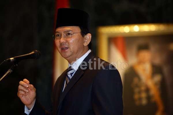 Ketua Gerindra Pasang Foto Presiden Prabowo di DPRD DKI, Ahok Tertawa