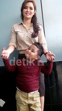 I love Bunda. (Foto: Desi Puspasari - detikHot)