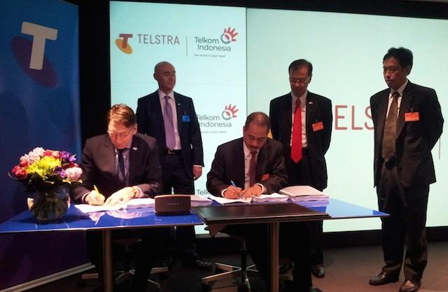 Penandatanganan joint venture Telkom dan Telstra