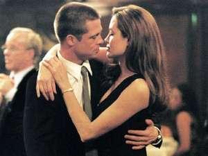 Resmi Jadi Suami Jolie, Brad Pitt Pamer Cincin Nikah