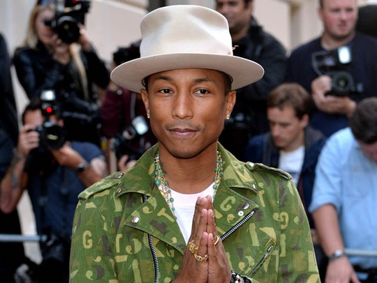 Pharrell Williams Happy Raih Solo Artist of The Year