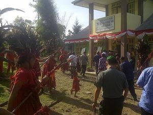 Resmikan Pasar Beriman, Wamendag Disambut Tarian Adat
