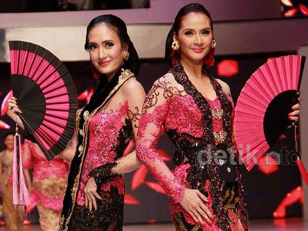 Cantiknya Artika Sari Devi dan Maudy Koesnaedi Berkebaya