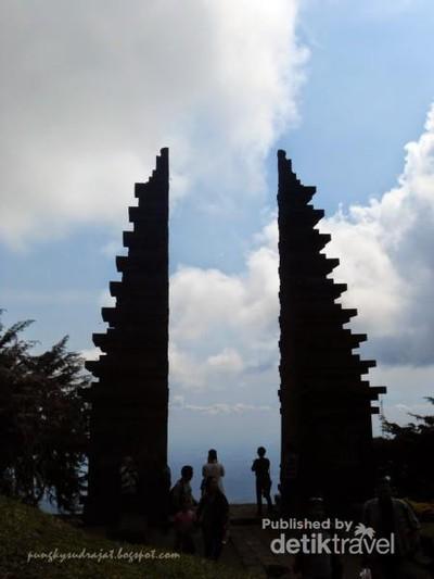Candi Cetho yang Misterius di Kaki Gunung Lawu