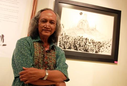 Budayawan Mudji Sutrisno dan sketsanya (Dok.Palevi S/detikHOT)