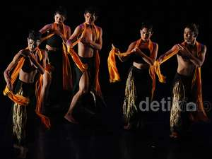 Foto-foto Pentas Tari Barangan Karya Otniel Tasman