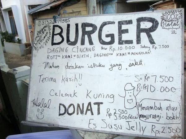 Bule AS Ini Rela Berjualan Burger di Pinggir Jalan Demi Kesembuhan Istri