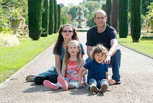 Connie dan Joe, Kakak Beradik yang Sakit Langka Akibat Gen Orang Tuanya