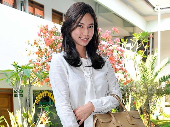 Nadia Saphira si Pengacara Cantik