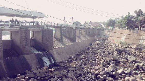 Banjir Besar di Bendung Katulampa dan Misteri Suara Tangisan