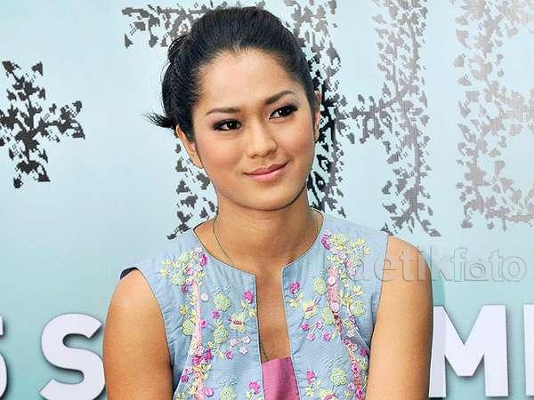 Senyum Manis Prisia Nasution