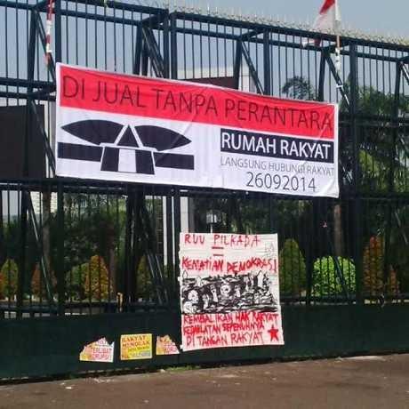 100319 spandukc - Serangan ke DPR : Gedung DPR Dijual, Situs Diretas