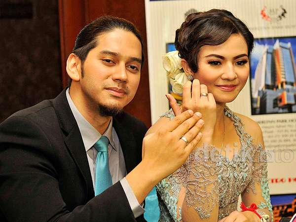 Foto-foto Pernikahan Eriska Rein dan Mithu Nisar