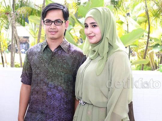Tommy Kurniawan dan Istri Serasi di Gedung DPR