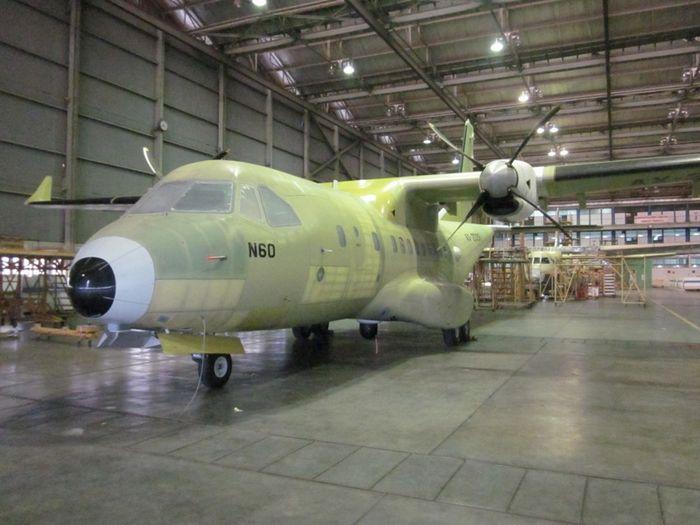 CN235 sedang dalam penyelesaian di hanggar PTDI (Foto: Feby/detikFinance)