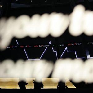 Gejolak Politik Kembali Menekan Pasar Saham