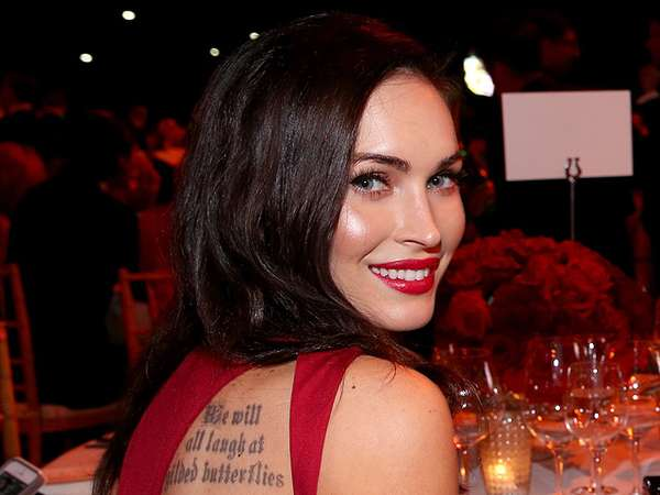 Hot Mom... Megan Fox Pamer Tato di Punggung