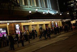 Tiket Teater di Broadway Mahal Selangit, Ini Sebabnya