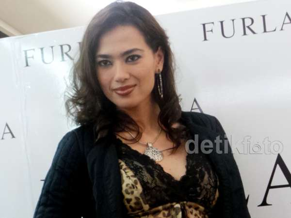 Blus Leopard Menerawang Catherine Wilson
