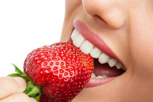 Apa Benar Strawberry Dan Soda Kue Dapat Memutihkan Gigi