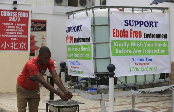 Kampanye cuci tangan untuk cegah Ebola di Abuja, Nigeria (Foto: Reuters)