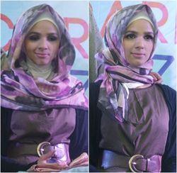 Tutorial Hijab Turki dengan Scarf Panjang Ala Selebgram Puteri Hasanah