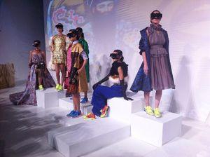 Pertamakali di Indonesia, Fashion Show di Dalam Kubus Putih