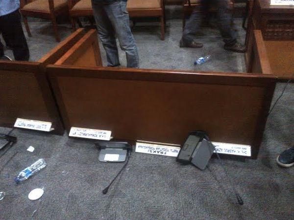 Paripurna DPR Ricuh, Meja Politisi PPP Dibanting dan Dua Gelas Pecah