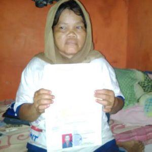 Sambil Sesenggukan, Ibu MA Minta Jokowi Bebaskan Anaknya