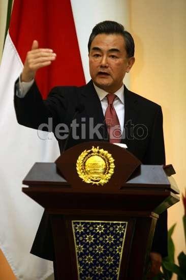Jokowi Temui Menlu China Bahas Apec dan Infrastruktur