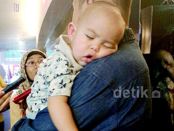 Gemes! Lucunya Putra Sissy dan Rifat Tertidur Pulas