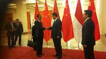 Jumpa Perdana, Jokowi Disambut Hangat Presiden Tiongkok di Great Hall