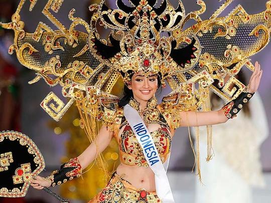 Elfin Pertiwi Raih Kostum Nasional Terbaik di Miss International