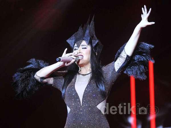 Titi DJ 'Sang Dewi' di Konser Satu Dekade Magenta Orchestra