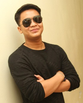 Billy Syahputra Raih Favourite Newcomer Celebrity di !nsert Award 2014
