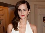 Emma Watson Pamer Punggung Seksi