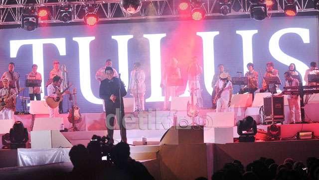Menikmati Suara Merdu Tulus di 'Konser Gajah Tulus'