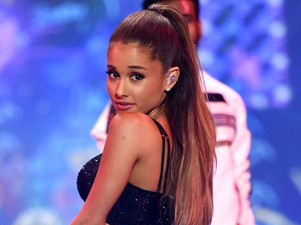 Ariana Grande Tak Kalah Seksi di Fashion Show Victoria's Secret