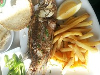 Ikan Petrus dengan kentang goreng