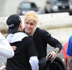 Penampilan Baru Justin Bieber Cat Rambut Jadi Pirang, Yay Or Nay?