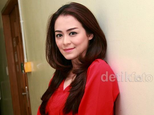 Cantik Merah Menyala, Tiffany Orie