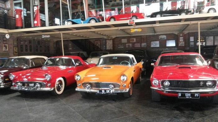 Hauwke S Auto Gallery Lokasi Foto Pre Wedding Dengan Puluhan Mobil Tua
