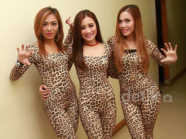 Rawr... Baju Macan Superketat Trio Macan