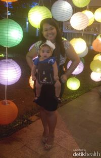 Baby Abigail Bermain Lampion with mommy
