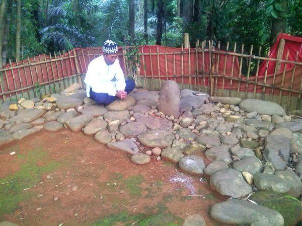 Cerita Makam Keramat di Sumedang yang Terancam Tergenang Waduk Jatigede