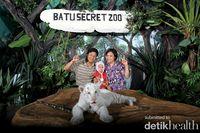 Bersama Leon,si bayi Harimau Putih @Batu Secret Zoo, Malang