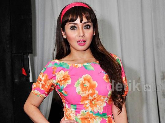 Terry Putri Hot Dibalut Dress Ketat Pink